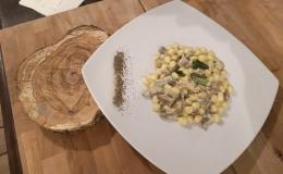 Chicche di patate con carciofi, gamberi Rossi di Gallipoli e menta fresca